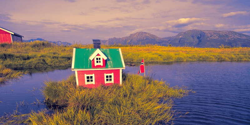 What Remote Teams Can Learn from the Tiny House Movement